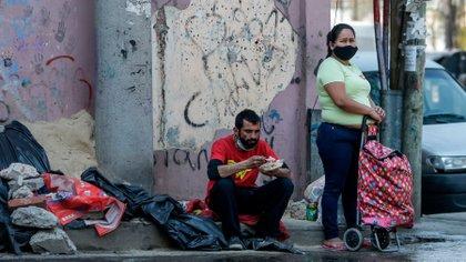 En un año la pobreza aumentó tres veces el crecimiento de la población en el período, sumó 1,8 millones de personas (EFE)