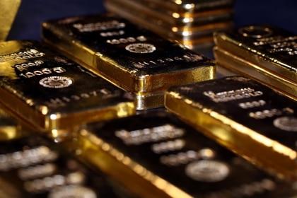 FOTO DE ARCHIVO. Barras de oro se ven apiladas en la sala de cajas de seguridad de la casa de oro Pro Aurum, en Munich, Alemania. 14 de agosto de 2019. REUTERS/Michael Dalder.