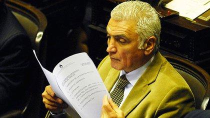 Dante Gullo, en su banca del Congreso (foto Télam)