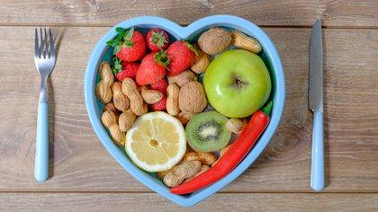 La salud cardíaca debe potenciarse con hábitos de alimentación y actividad física saludables (iStock)