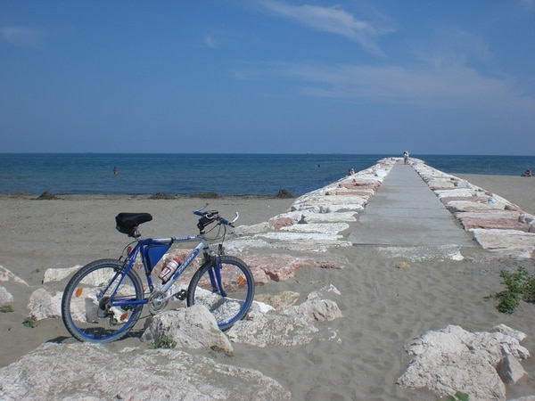Playas apacibles, tranquilas, amplias, con vida sencilla y vista al Mediterráneo