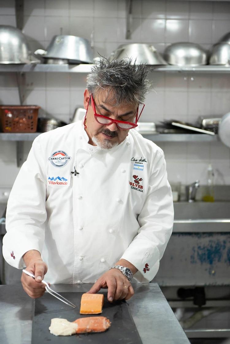Lino Adillon, Chef Restaurant Volver a Ushuaia. Suspendió el salmón en su restaurant. (Greenpeace)