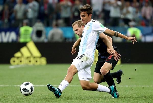 Paulo Dybala remató al arco, en una de las pocas ocasiones que tuvo la Selección (Foto: REUTERS/Lucy Nicholson)