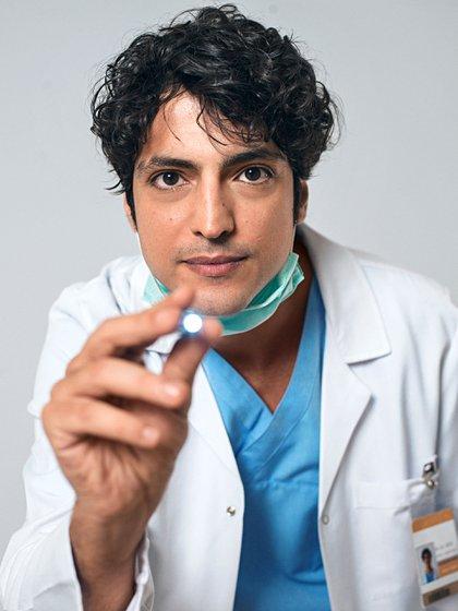Taner Ölmez interpreta al médico que tiene una condición del espectro autista (Foto: Doctor Milagro, Telefe)
