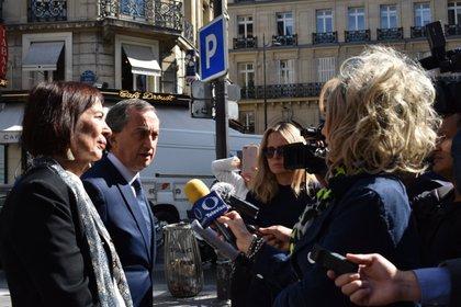 El embajador de México en Francia acudió a la casa de Subastas para intentar suspender la venta (Foto: @JMGomezRobledo)