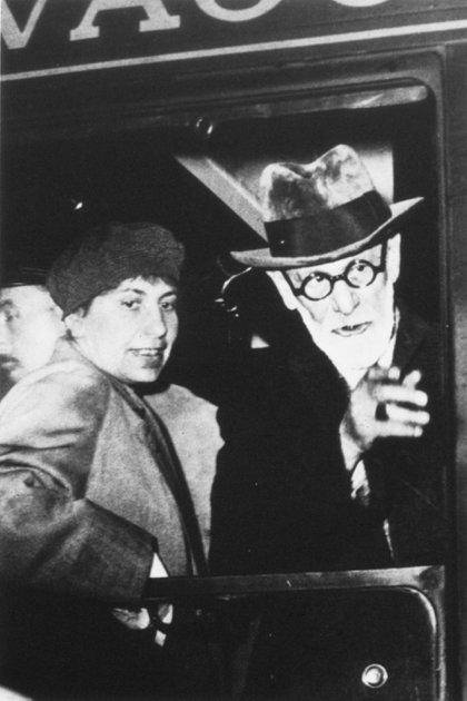 Freud y su hija Anna en el tren partiendo de Viena, 1938. (Granger/Shutterstock)