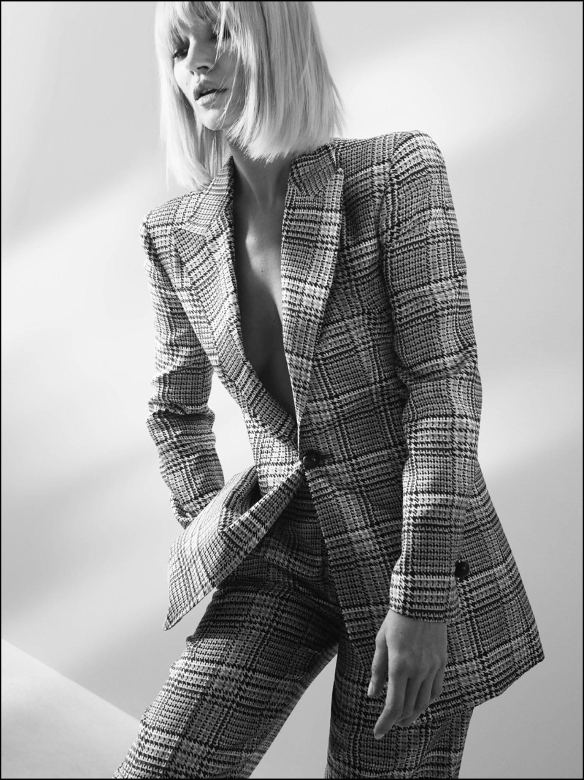 A los 45 años y con look renovado, Kate Moss se luce en la nueva campaña.