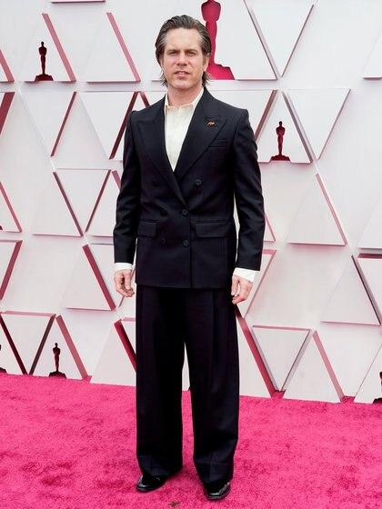 Mikkel E.G. Nielsen optó por un traje clásico de saco cruzado, con camisa blanca y sin corbata ni moño. Completó su look con zapatos acharolados en punta