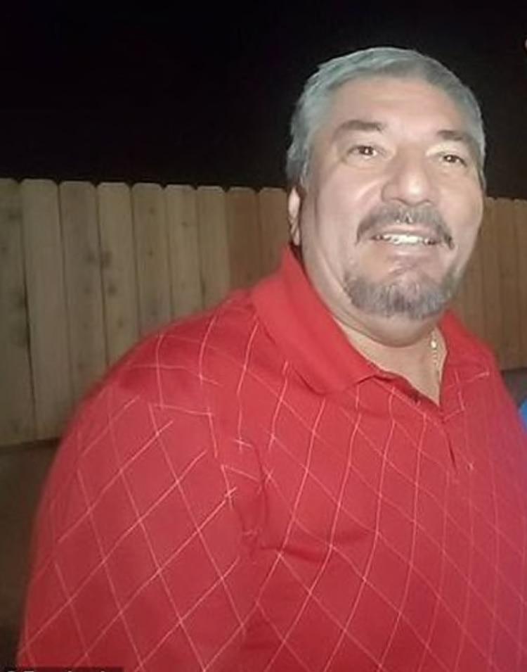 El hombre estaba recaudando dinero para el equipo de fútbol de su nieto afuera del Walmart donde ocurrió el tiroteo (Foto: Especial)