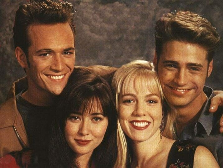 Luke Perry junto a Jason Priestley, Jennie Garth y Shannen Doherty