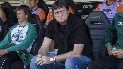 Julio César Falcioni dejó de ser el entrenador de Banfield el viernes pasado y asumirá como manager general a partir de diciembre (@CAB_oficial)
