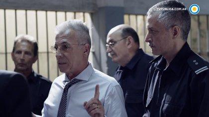 Antín (Gerardo Romano), el director de la penitenciaría