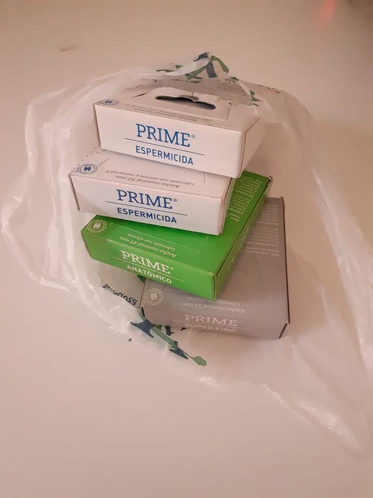 La bolsa con las cuatro cajas de preservativos que le entregaron a María Victoria Piazza en la sucursal de la empresa de medicina prepaga de la localidad de Villa María, Córdoba