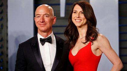 Jeff Bezos y MaKenzie en los Oscar 2018 (Reuters)