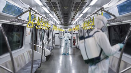 """Según advirtieron recientes estudios, """"la desinfección profunda de superficies puede no ser tan efectiva contra el coronavirus, pero te hace sentir mejor"""" (Foto: Shutterstock.com)"""