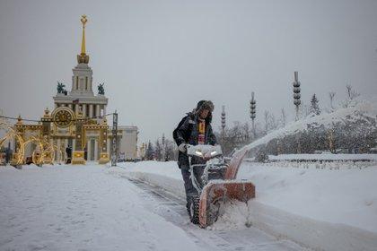 A la vez, en la provincia de Moscú la nieve acumulada llega ya a 71 centímetros, precisó el experto.