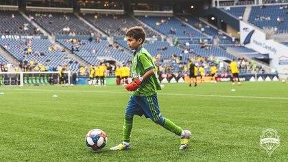 Seattle Sounders le dio oportunidad al niño de jugar como portero en los primeros segundo de un partido contra Broussia Dortmund. (Foto: Twitter)