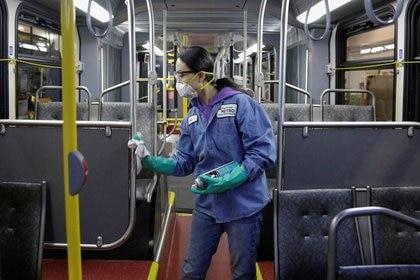 Como en la Argentina: desinfectan un ómnibus en Seattle, Washington