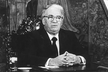 Belisario Betancure, expresiente de Colombia (1982-1986).