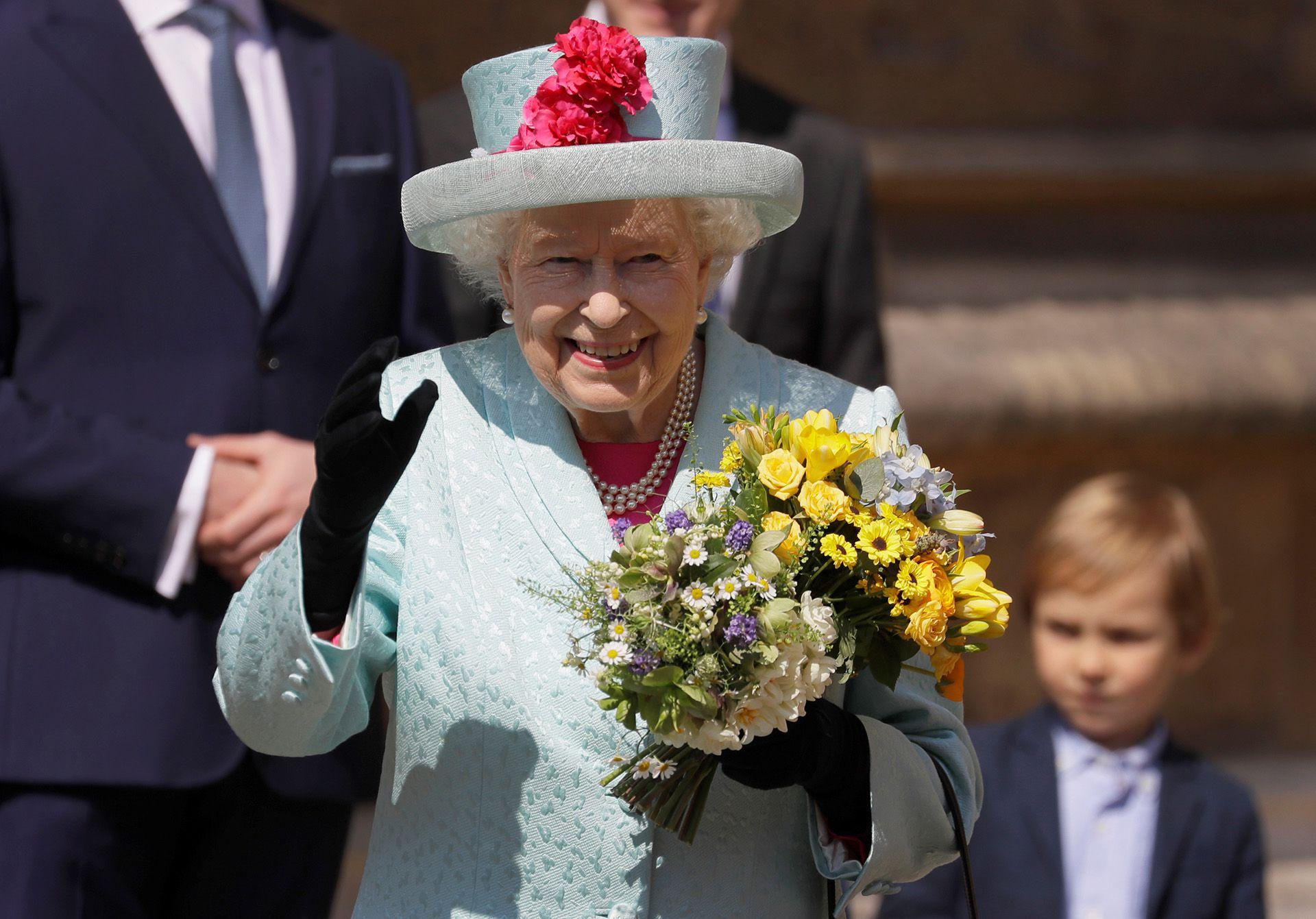 La Reina Isabel II asiste al Servicio de Pascua en la Capilla de San Jorge, en el Castillo de Windsor, el 21 de abril de 2019 (Kirsty Wigglesworth/Pool via REUTERS)