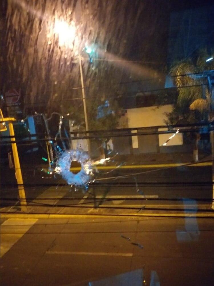 Un comando de al menos 15 camioneta irrumpió violentamente en Zamora Foto: Twitter)