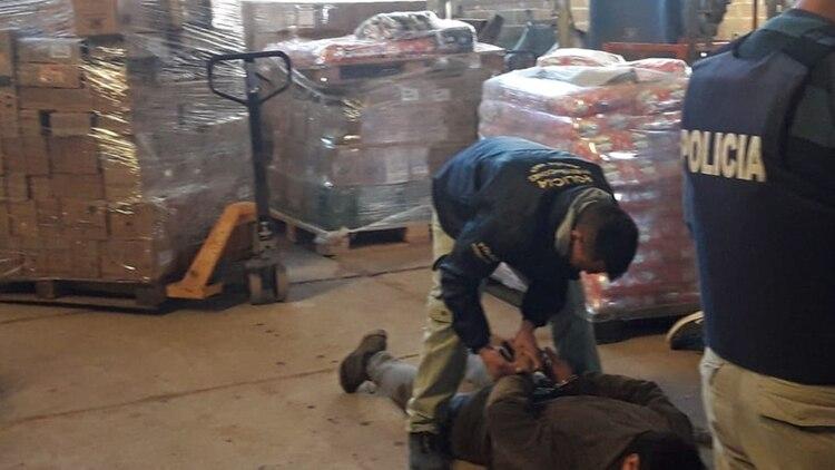A través de un allanamiento este sábado se llegó a los pallets con varios de los productos robados
