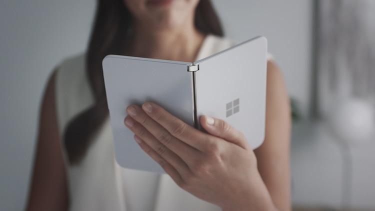 Uno de sus principales atractivos es que el innovador dispositivo contará con el sistema operativo Android, gracias a una colaboración que realizaron Microsoft y Google. (Foto: Microsoft/AFP)