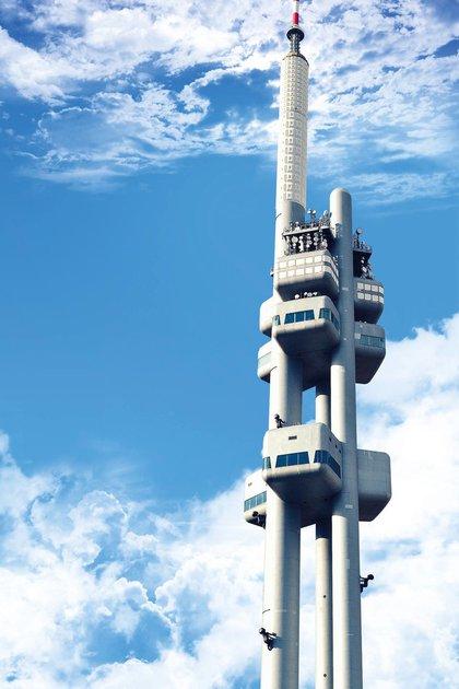 La antigua torre de televisión de Praga, reconvertida actualmente en el mirador más alto de la República Checa