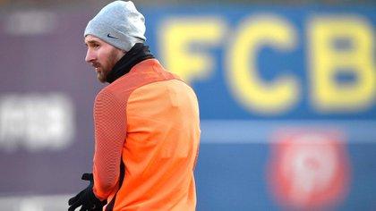 ¿Se queda o se va? El futuro de Messi se definiría la próxima semana (AFP PHOTO / LLUIS GENE)