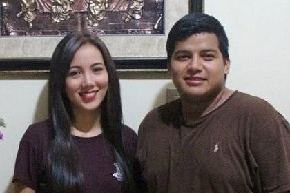 Paola y William festejando en 2017 el cumpleaños número 22 de ella.