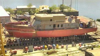 Lancha LICA en proceso de construcción en el Astillero Río Santiago. Estára destinada -junto a su melliza- a capacitar a oficiales y suboficiales de la Armada. Prensa ARA