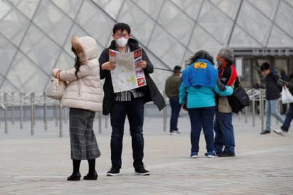 El virus, que brotó en China, habría estado circulando en Francia por lo menos un mes antes del primer caso oficialmente confirmado por las autoridades (Reuters)