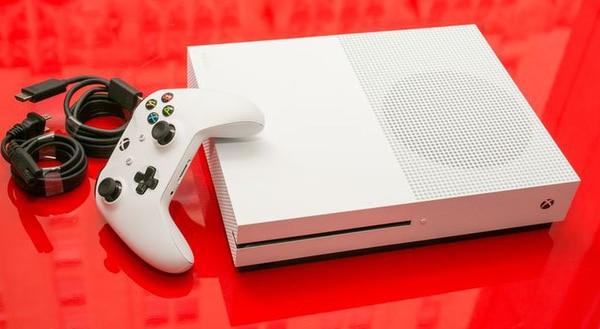 Un paquete reúne una Xbox One S de 1 TeraByte con Minecraft, el popular mega juego adecuado para todas las edades.