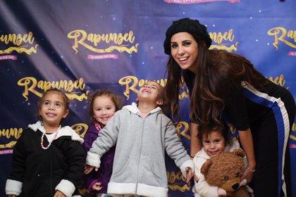 Cinthia Fernández con Charis, Bella y Francesca