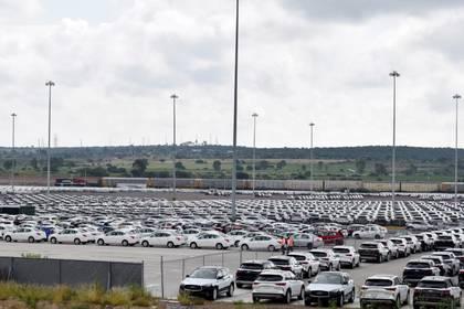 Foto de Archivo. Automóviles fabricados por Nissan están estacionados en el complejo de la fabricación en Aguascalientes., Mexico. 29 de agosto de 2018. REUTERS/Liberto Urena