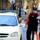 zzzznacg2NOTICIAS ARGENTINAS BAIRES, MARZO 24: Personal policial realiza el control de tránsito en las inmediaciones de Plaza de Mayo, para controlar el cumplimiento de la cuarentena obligatoria dispuesta para evitar la propagación del coronavirus. FOTO NA: MARCELO CAPECEzzzz
