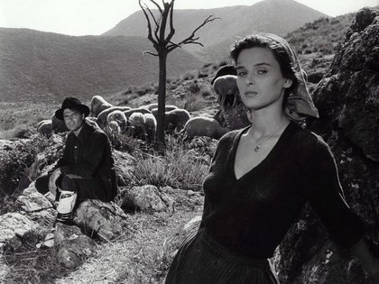 """Raf Vallone y Lucia Bose en """"Non C'E Pace Tra Gli Ulivi"""" (1949) de Giuseppe De Santis (Shutterstock)"""