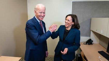 La foto de Biden y Harris, subida en la cuenta de Twitter del candidato presidencial. (@JoeBiden)