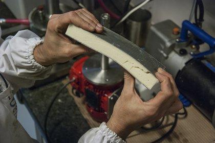 Investigadores del Instituto de Tecnología de Polímeros y Nanotecnología BuenosAires desarrollaron una espuma poliuretánica a partir de aceite de soja.