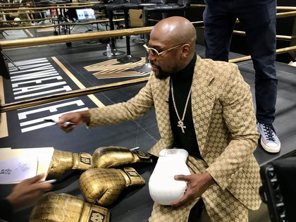 Floyd Mayweather signs gloves at the opening of the Mayweather Boxing + Fitness gym in Torrance, California, U.S., November 16, 2019.  Picture taken November 16, 2019.   REUTERS/Rory Carroll