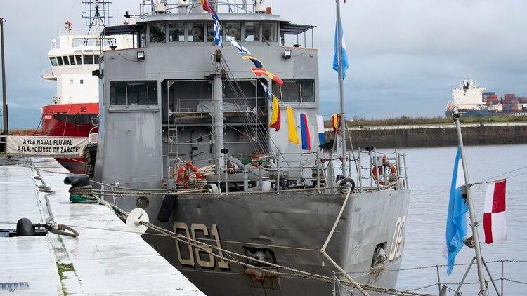 Las veteranas embarcaciones fluviales de la Armada prestan un valioso apoyo sanitario en forma periódica