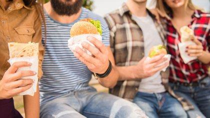 La brecha entre lo que se consume y las recomendaciones es del 70% en todas las edades (Shutterstock)