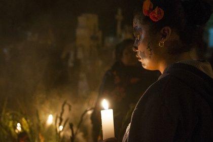 La cercanía física con los restos del difunto en esta fecha se ha vuelto el centro de prácticas como la del pueblo de San Andrés Mixquic, en la alcaldía Tlahuác (Foto: Cuartoscuro)