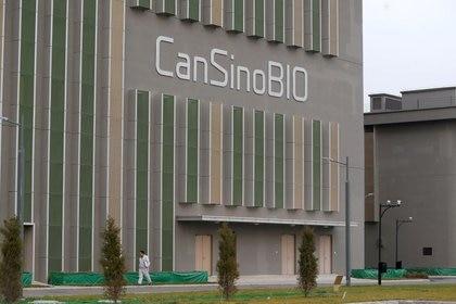 FOTO DE ARCHIVO: Un cartel del fabricante chino de vacunas CanSino Biologics en su edificio de Tientsin, China. 20 de noviembre de 2018. REUTERS/Colaborador. ATENCIÓN EDITORES - ESTA IMAGEN FUE PROPORCIONADA POR UN TERCERO. NO USAR EN CHINA