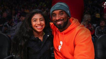 Kobe Bryant y su hija Gianna, juntos durante un juego de Los Angeles Lakers (@Lakers)