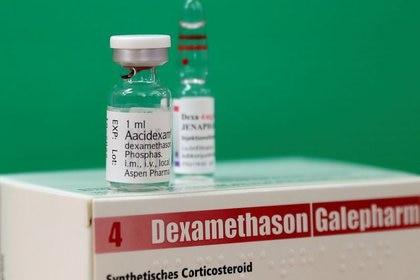 Un fármaco antiinflamatorio de uso prolongado, la dexametasona, demostró ser de ayuda cuando la mayor parte del daño se debe a una inflamación descontrolada, una reacción del sistema inmunológico (REUTERS)