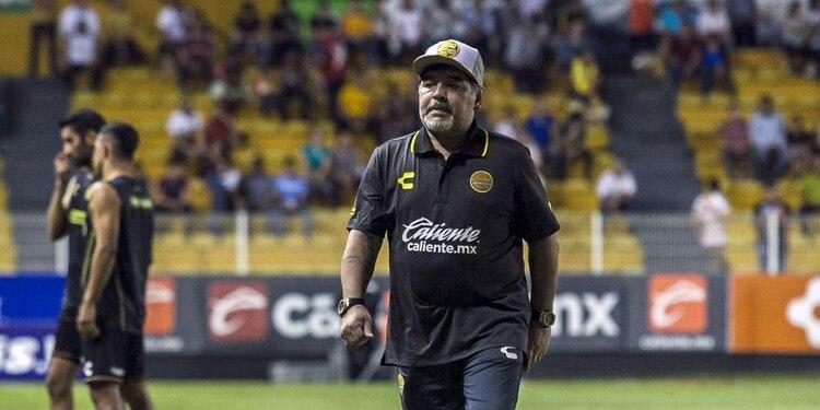 Maradona apuntó contra los posibles naturalizados, Chiqui Tapia y Gianni Infantino. (Foto: AFP)
