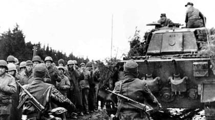 Prisioneros estadounidenses durante la Ofensiva de las Ardenas, en 1944
