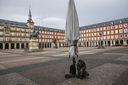 El gobierno español implementó medidas de aislamiento frente al avance del coronavirus (AP Photo/Bernat Armangue)