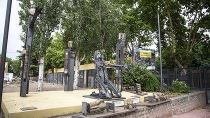 """El Monumento """"Los chicos de Floresta – Sucesos 2001"""" está ubicado en la plaza de Gaona y Gualeguaychú."""